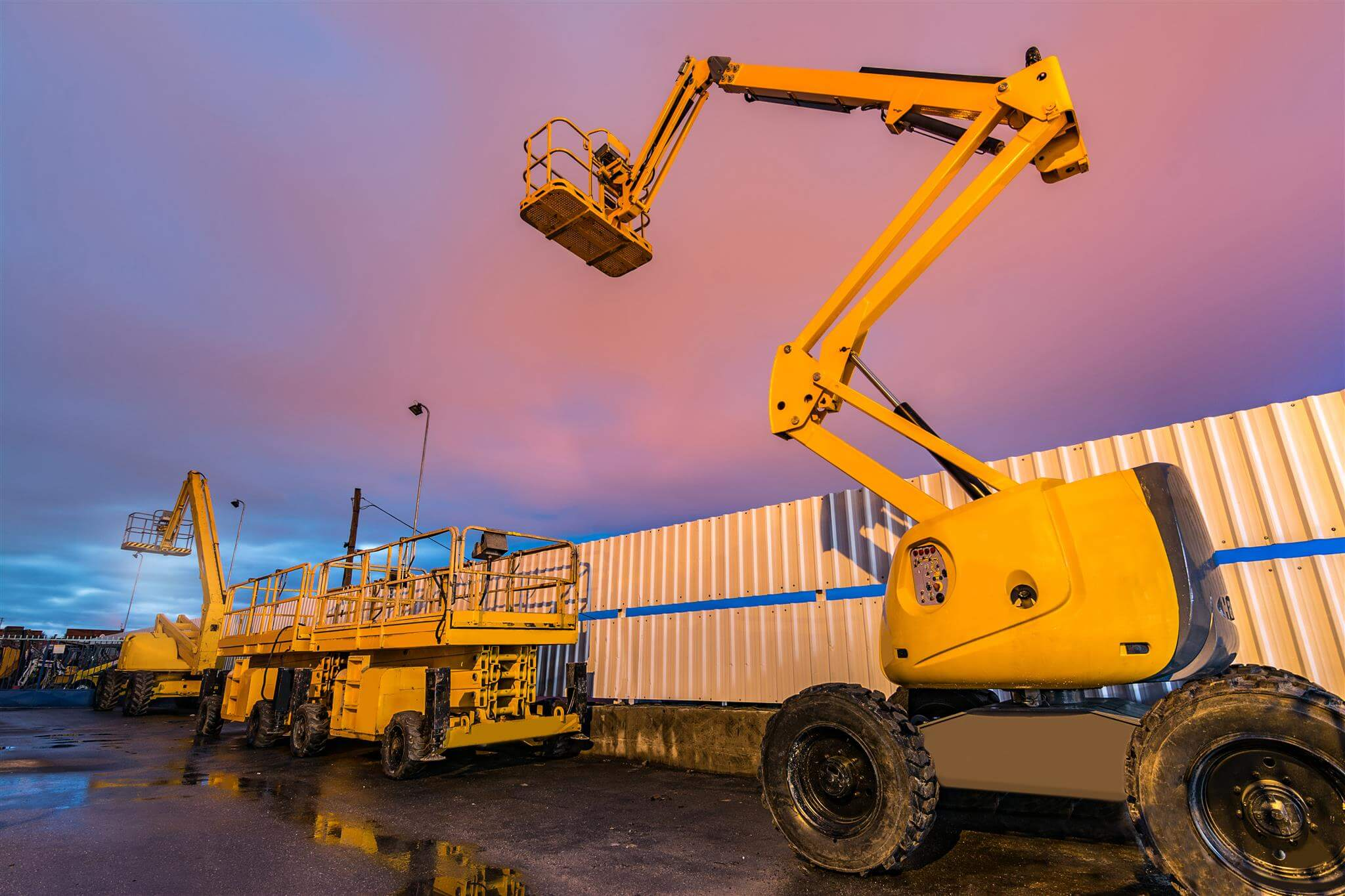 Boom lifts, scissor lifts and telehandlers: characteristics and information to know them